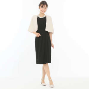 ブラックドレス羽織り付きのモデル画像