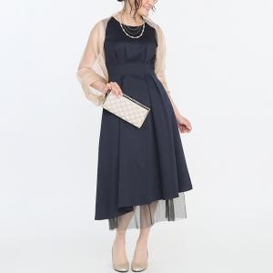 96ad7cc64b9c2 ウエストラインをカバーするドレスというと、ついストンと落ちるIラインを選びがちです。しかしIラインのドレスはスカート丈が短いことも。 また、ワン サイズ大きい ...