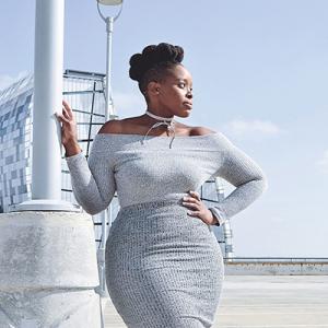 734dd338666a7 気になる体型を隠すのについつい選びがちなのが、普段よりワンランク大きいサイズのドレス。