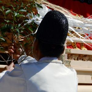 神社で祈祷のイメージ