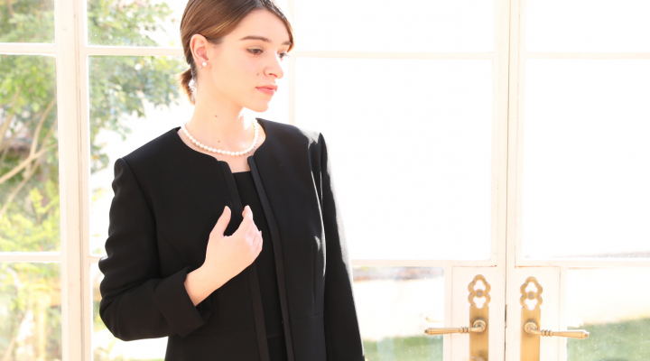 【通夜・葬儀・告別式】服装マナーと喪服の選び方|女性編