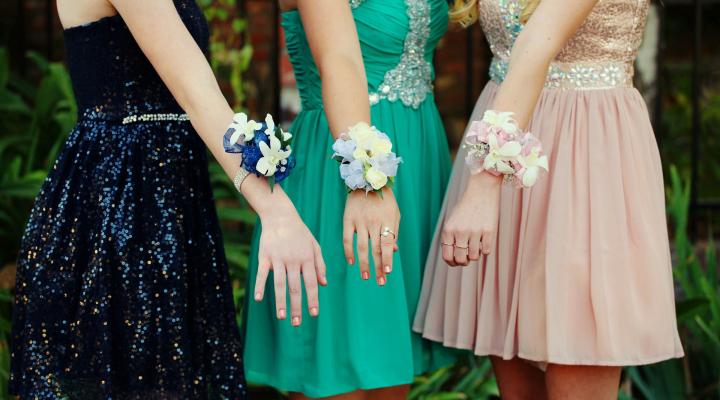 ドレスコード フォーマル・セミフォーマル・インフォーマルの違いとは?