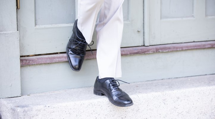 [カジュアルアイテム4]革製の靴