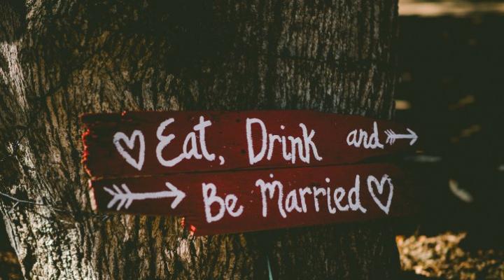 結婚式の二次会の会費はいくら?相場とマナー