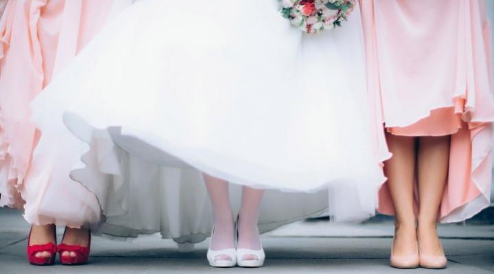 結婚式のストッキングの選び方!NGがあるので注意!