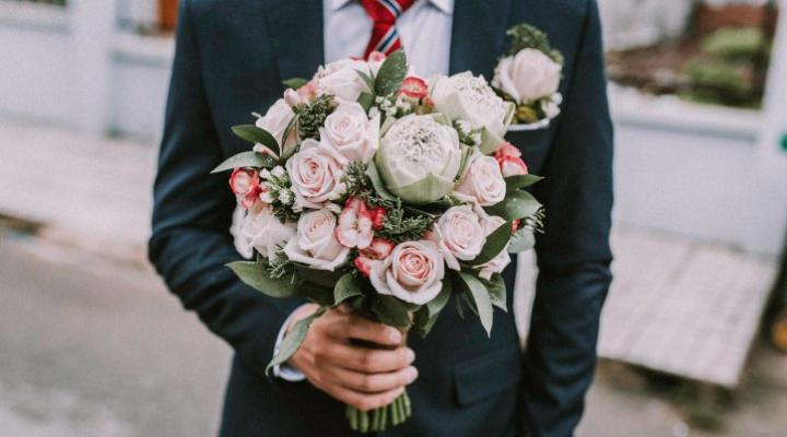礼服?スーツ?知っておくべき結婚式の服装選び