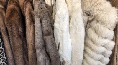 毛皮や革の素材のコート