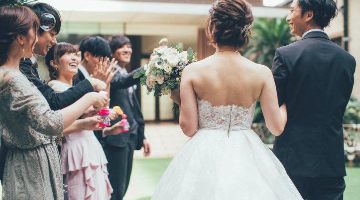 結婚式に合うコートで参加しよう