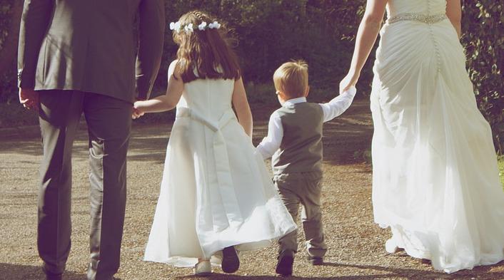 【結婚式子供連れ】基本マナーとレンタルできるキッズフォーマル服特集